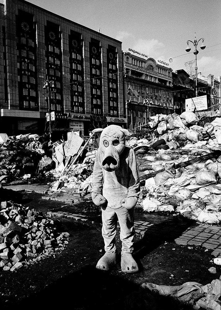 Kiev Majdan – 2014 © Miron ZOWNIR. Drago Publisher