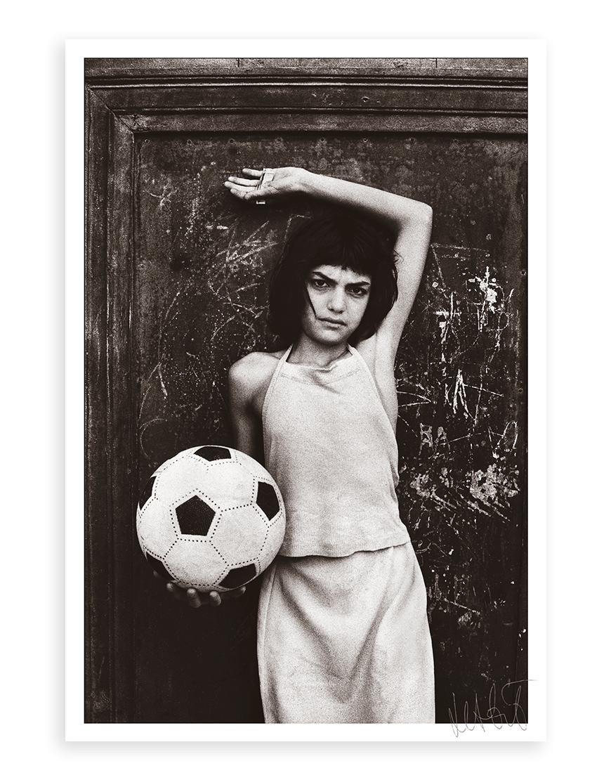Letizia Battaglia Bambina Col Pallone Limited edition photo