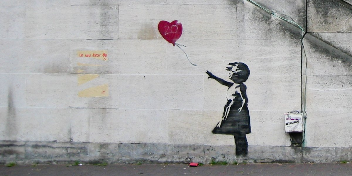Girl with heart ballon, bansky, Street art